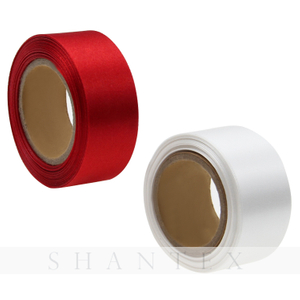 Dekorative 100% Polyester einfarbig 10-1620 mm Single / Double Faced Satin Weihnachten Ribbon Tape